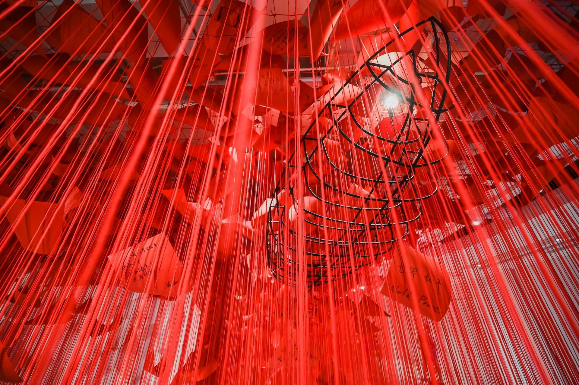 SHANGHAI. L'artiste japonaise Chiharu Shiota, K11 Shanghai