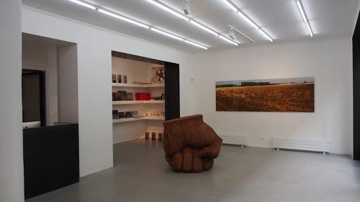 L'artiste chinois Liu Bolin à la galerie Paris Beijing